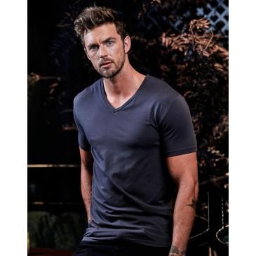 Camiseta cuello V ajustada hombre